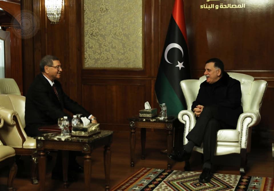 الوزير المستشار الخاص لدى رئيس الجمهورية يسلم رئيس المجلس الرئاسي لحكومة الوفاق الوطني في ليبيا دعوة للمشاركة في القمة العربية: