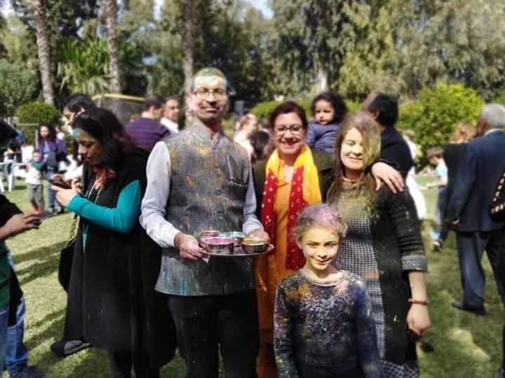 """في سابقة هي الأولى من نوعها:سفير الهند بتونس ينشر قيم المحبة و التسامح بمهرجان الألوان """"هولي"""":"""