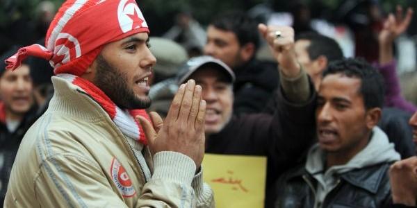 الأزمات السياسية و الإقتصادية في تونس و التوافق هو الحل: