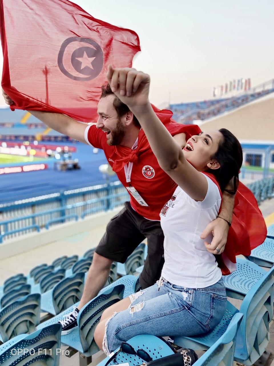OPPO تحمل رسائل تشجيع من الجمهور الى لاعبي المنتخب الوطني التونسي وترفع علم تونس في كأس افريقيا للأمم بمصر: