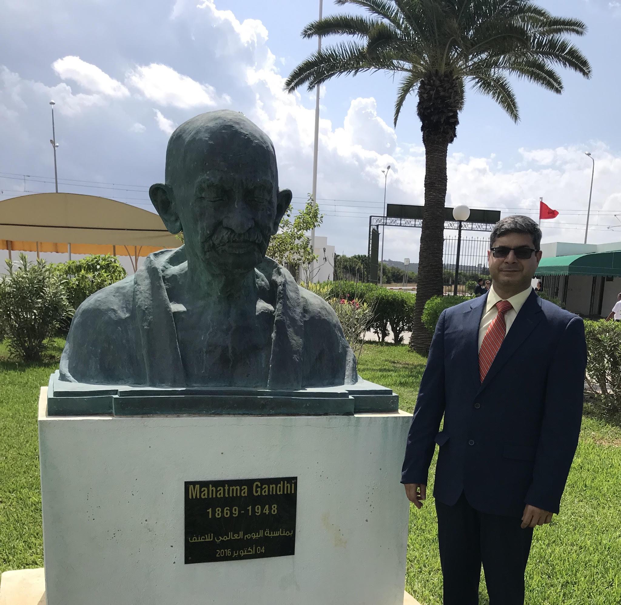 """بمناسبة الذكرى 150 لميلاد المهانما غاندي:سفير الهند بتونس السيد """"بونيت كوندال""""يكتب مقالا يستكشف فيه الجوانب المختلفة """"لغاندي"""":"""