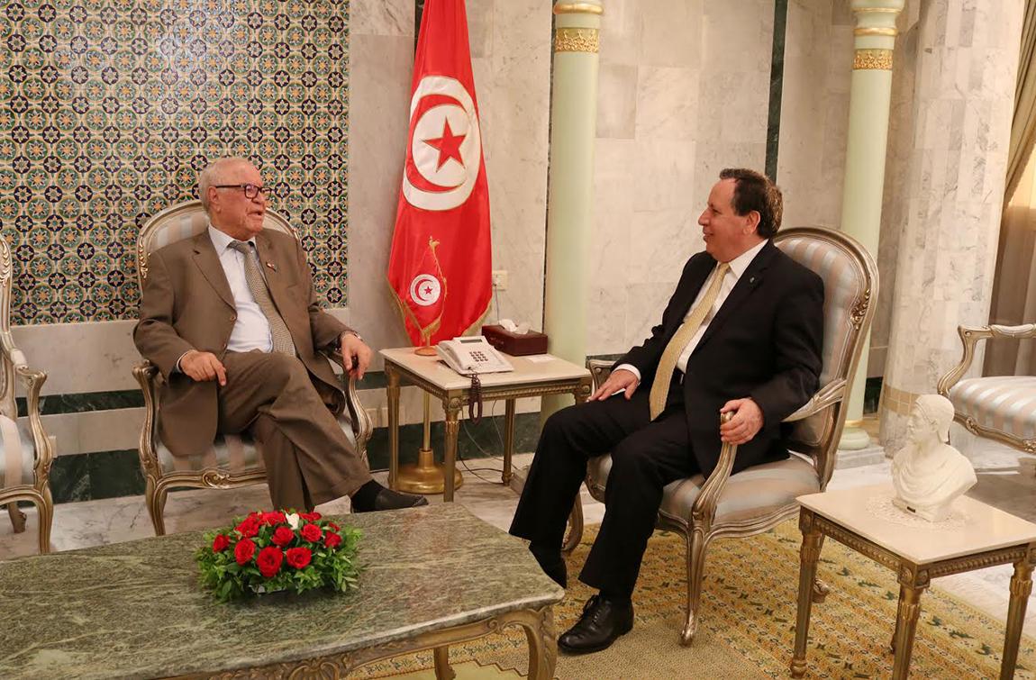 بمناسبة انتهاء مهامه: وزير الخارجية يستقبل سفير الجزائر بتونس: