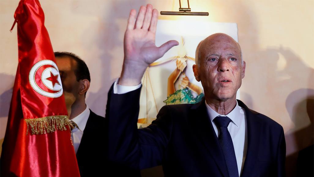 قيس سعيد رئيسا لتونس بعد فوزه بنسبة 76,9 % على منافسه نبيل القروي :