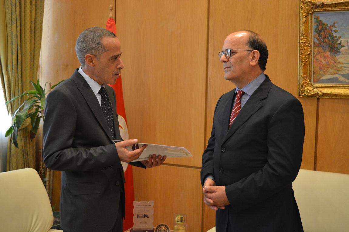 سفير الجزائر الجديد في تونس يسلم نسخة من أوراق اعتماده: