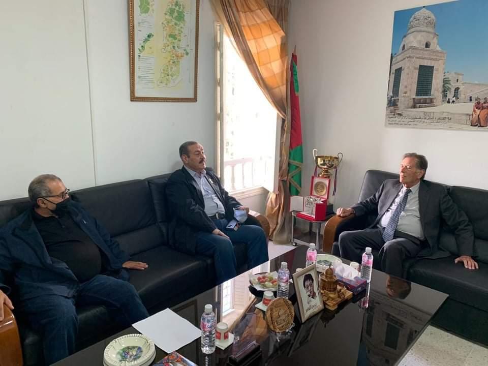 """سفير فلسطين بتونس يستقبل الفنان """"لطفي بوشناق"""":"""