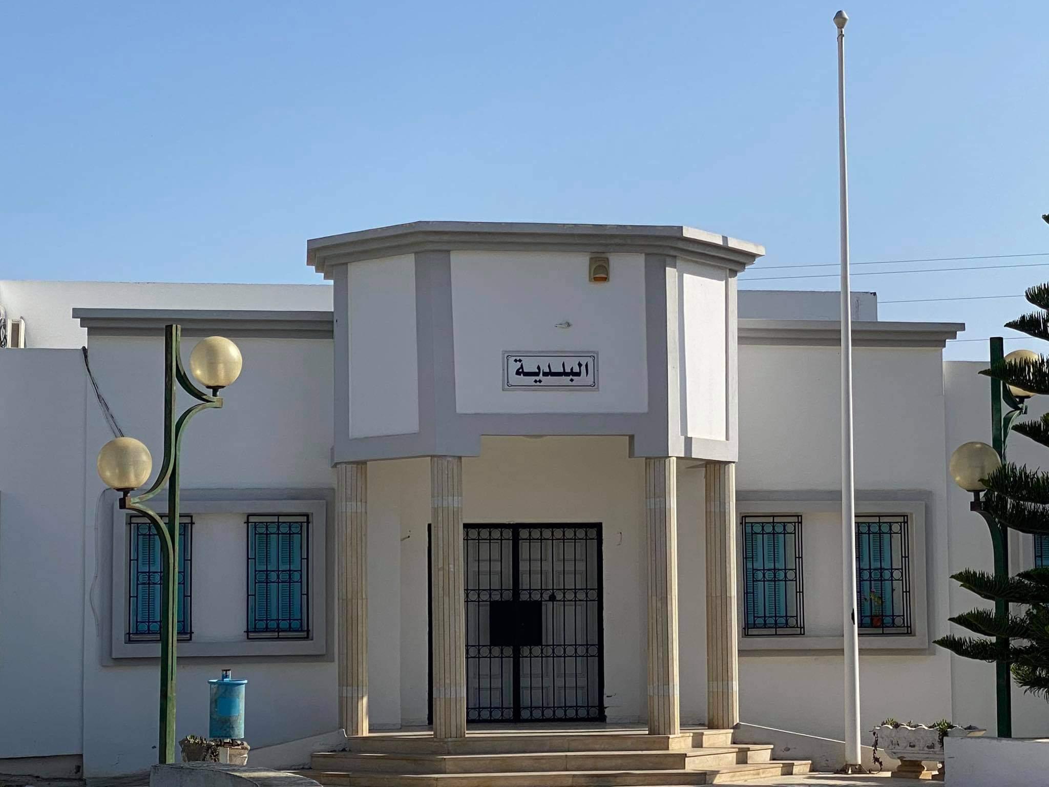 تنديدا بتواصل المظلمة الرياضية: احباء هلال الشابة يغلقون مقرات السيادة والادارات العمومية والمؤسسات المالية: