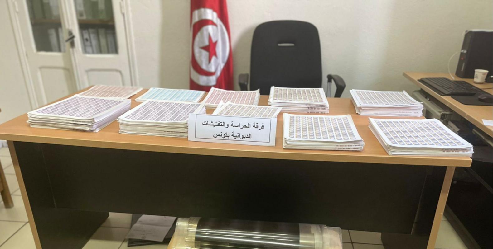فرقة الحرس الديواني بتونس تفكك شبكة تدليس طوابع جبائية خاصة بدولة أجنبية بقيمة 2 مليون دينار: