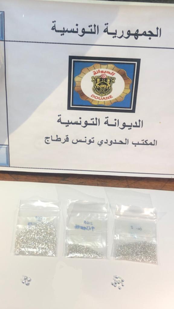 مصالح الديوانة بمطار تونس قرطاج تحجز كمية من الالماس بقيمة بلغت 100 ألف دينار: